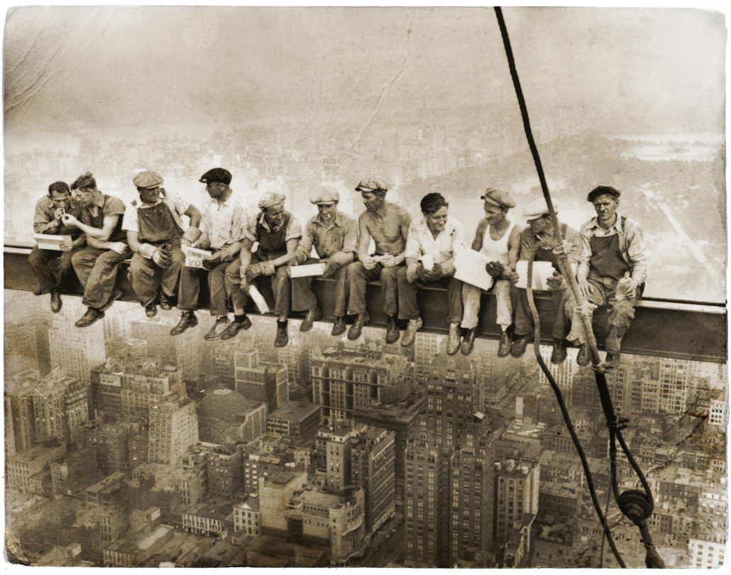 Famous-lunch-on-the-skyscraper-photo-features-construction-workers-in-flat
